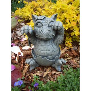 Gartenfigur - Drache - Gartenfigur - Gartendrache schlüpft aus dem Ei (053)