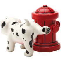 Hund mit Hydrant Salz- und Pfefferstreuer